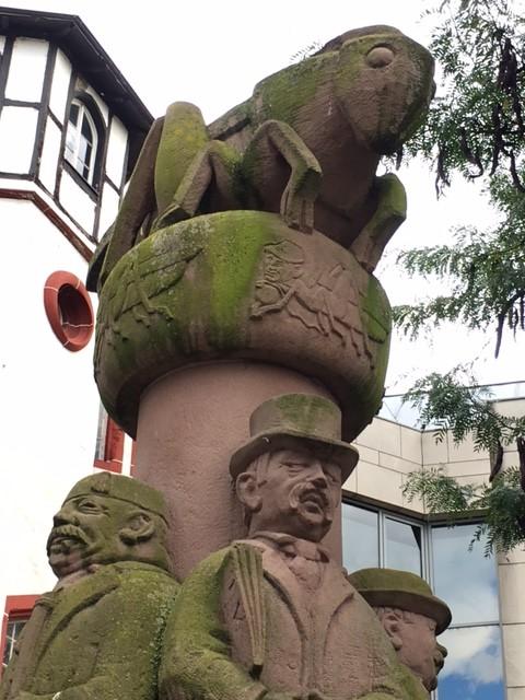 Das Heuschrecken-Denkmal in Trier an der Mosel.